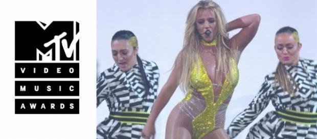 #BritneySpears rivela, in diretta radiofonica, di voler lavorare per almeno altri 9 album. #BreakingNews