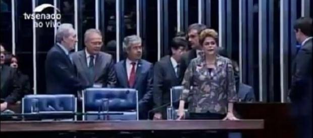 Dilma chega ao Senado Federal para depor