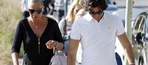 Belén Esteban y Toño Sanchis paseando juntos.