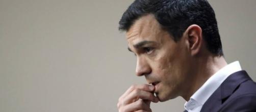 Iglesias da un paso atrás en aras del acuerdo pero Sánchez no ... - deia.com