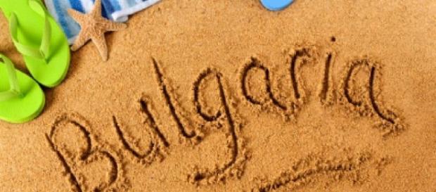 Familie de români lăsaţi în fundul gol pe plaja Sunny Beach din Bulgaria