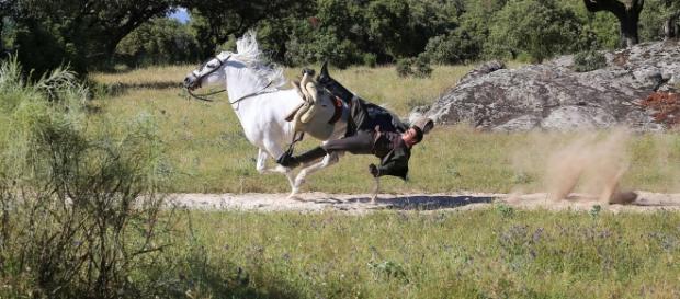Pablo tiene un accidente cuando monta a su nuevo caballo /Tve1