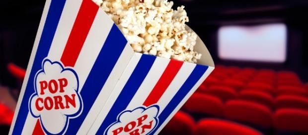 Projeto oferece cinema de graça em várias cidades