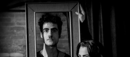 Os atores Rodrigo Menezes e Bianca Almeida