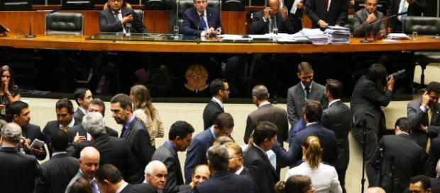 Câmara aprova texto de medida para reforma administrativa