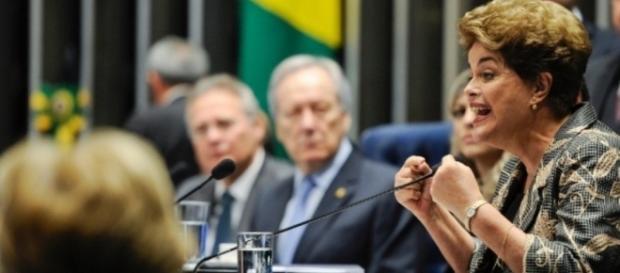 Dilma Rousseff se enrola e chama Janaína de Senadora