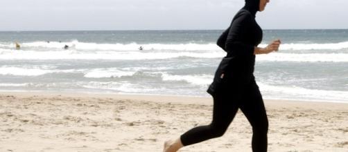 Burkini su una spiaggia in Francia