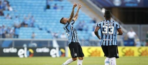 Luan e Wallace, jogadores do Grêmio de Porto Alegre