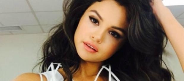 Selena desabafa e diz que está com depressão e síndrome do pânico
