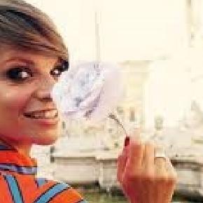 Alessandra Amoroso Con I Capelli Corti Acconciature Alla Moda