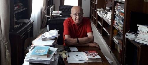 Ciriaco De Mita nello studiolo della sua villa a Nusco