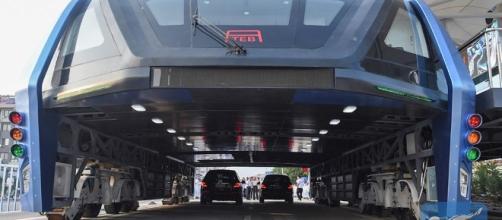 TEB-1 - L'autobus sopraelevato per combattere traffico e inquinamento