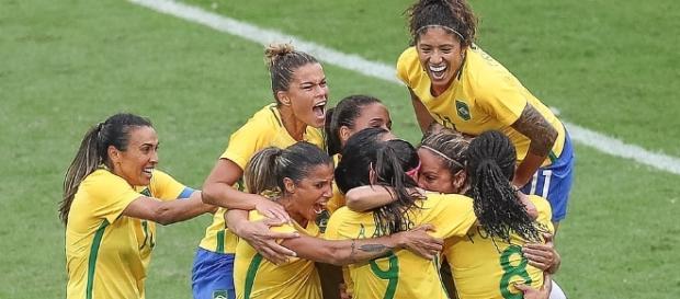 Brasileiras comemoram gol contra chinesas. (Foto: Ricardo Stuckert/ CBF)
