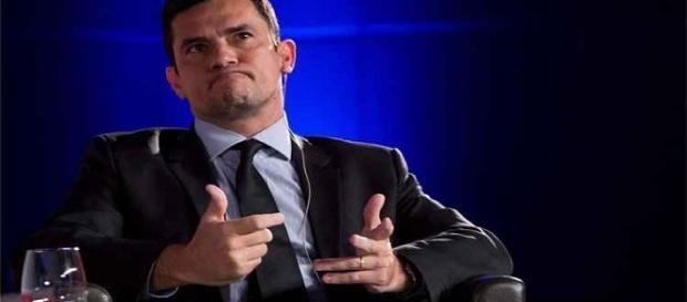 Moro se explica sobre não julgar políticos do PSDB