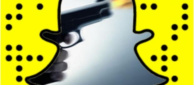 Mulher atira na própria mão, ao usar o Snapchat