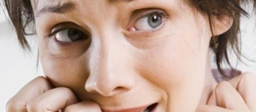 Segundo pesquisa, por ser mais sensível, a mulher acaba até mesmo perdendo altos cargos no trabalho.
