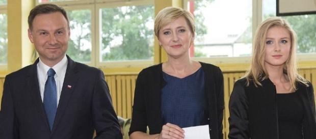 Sukces prezydentury - Andrzej Duda z uśmiechem ratuje świat przed zagładą