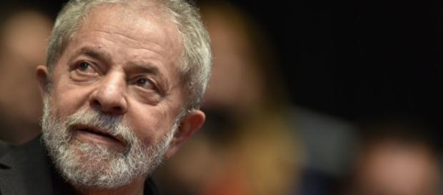 Mesmo com exposição negativa na mídia, Lula lidera intenções de voto