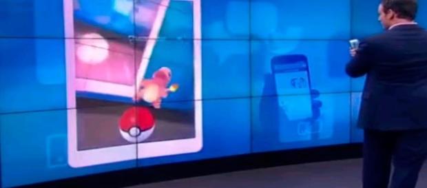 Presentador de Noticiero Chileno es victima de burlas por falta de conocimiento de Pokémon al capturarlos en vivo. (Foto: Facebook)