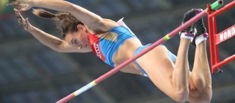 Yelena Isinbayeva, bicampeã russa de atletismo aguarda decisão do COI