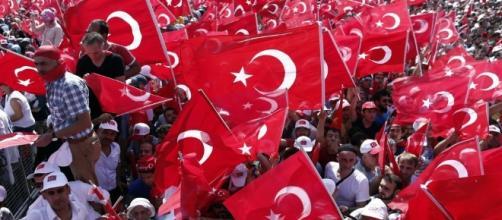 Un milione di persone in piazza per Erdogan.
