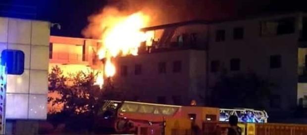 Ciampino, a fuoco una villa, morto l'uomo che voleva appiccare l'incendio.