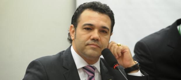 Deputado gravou vídeo para falar sobre acusações (Foto: Agência Câmara)
