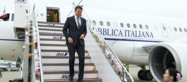 Il presidente del consiglio Matteo Renzi all'arrivo al G7 in Giappone