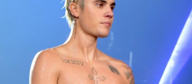 Justin Bieber has a proud tweeting father after nude photos show up online. Photo Blasting News Library - Mirror Online - mirror.co.uk
