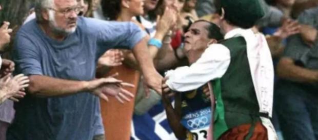 Padre ficou com raiva ao ver sucesso de brasileiro