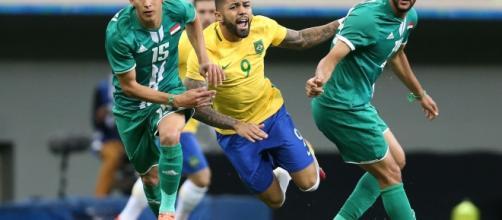Brasil empatou com Iraque e saiu vaiado de campo