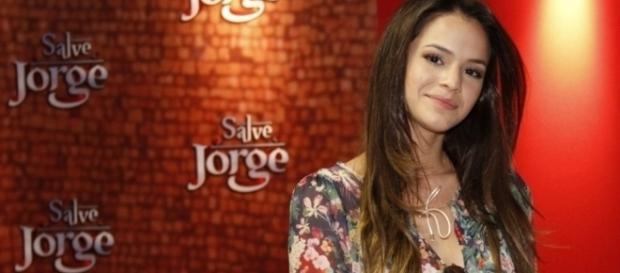Bruna Marquezine atriz global mantêm os cabelos em dia