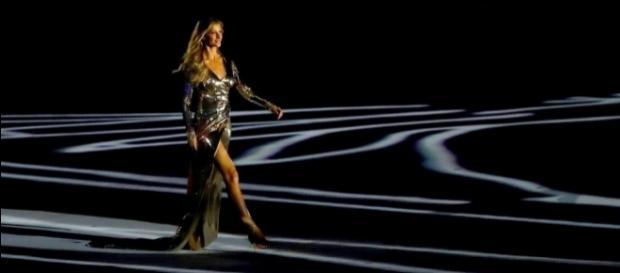Gisele Bündchen desfila em abertura dos Jogos Olímpicos Rio 2016