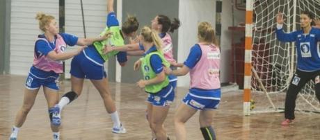 Foto: Brasileiras do Handebol perdem partida contra a equipe espanhola rio2016.com/Reprodução