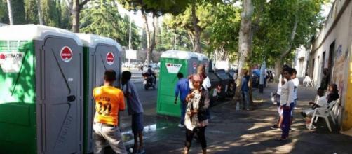 Controlli alle frontiere, migliaia di migranti si accalcano a Milano, Como e Ventimiglia.