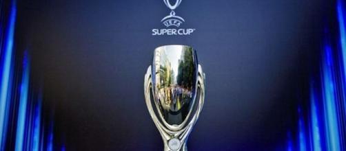 O troféu é disputado anualmente entre o campeão da Champions League e o campeão da Liga Europa