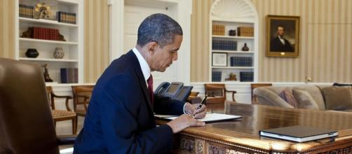 President Barack Obama signs executive order. Pete Souza, https://en.wikipedia.org/wiki/File:Barack_Obama_signs_Executive_Order.jpg