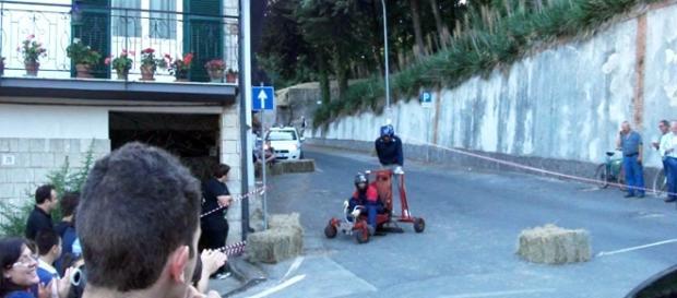 La corsa dei carroccioli in un'immagine dell'edizione 2011