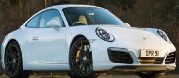 Porsche um dos carros do leilão (Foto: Reprodução/ TVCA).