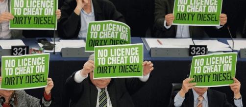 Les parlementaires écologistes européens ont protesté contre les fraudes aux émissions des véhicules diesel
