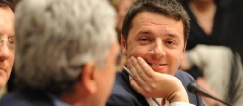 Renzi ironizza su una presunta collaborazione tra D'Alema e Berlusconi.