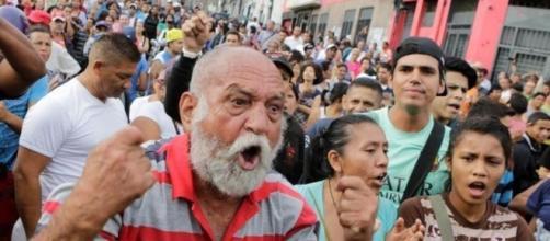 Venezuela: mega manifestazione contro Maduro, la nazione è in ginocchio