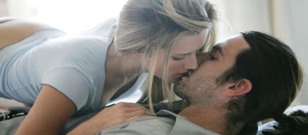 Confira como beijar ou como não beijar o gato no primeiro encontro