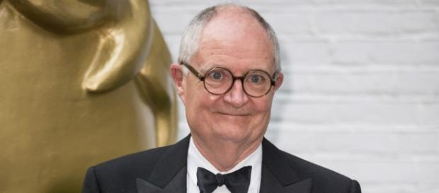 Game of Thrones: Jim Broadbent entrou para o elenco da sétima temporada