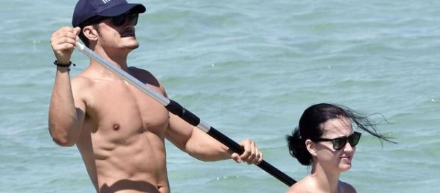 Orlando Bloom looks like a man who knows how to handle it in naked ... - mirror.co.uk
