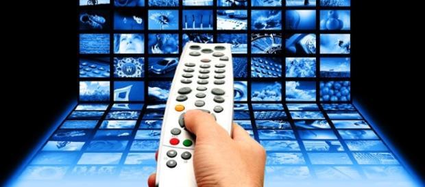 Programmi tv Rai e Mediaset, venerdì 2/9: cosa fanno stasera in televisione?