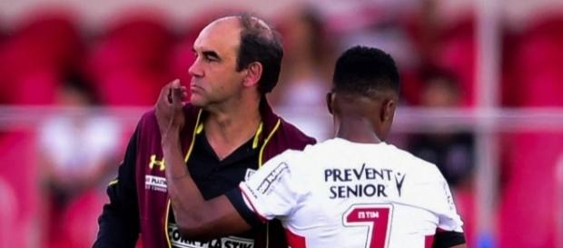 Ricardo Gomes pede fim de ressaca e admite que nervosismo