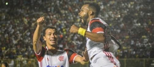 Fernandinho marcou o primeiro do Flamengo de cabeça