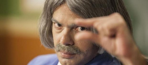 Bruno Mazzeo está de volta no papel do clássico Professor Raimundo (Foto: Divulgação Viva)