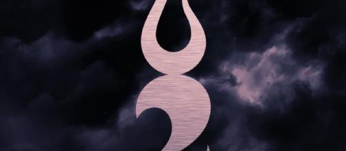 """Symbole de la compagnie Two Steps From Hell avec pour slogan : """"Music makes you braver"""" (""""la musique vous rend plus courageux"""")"""